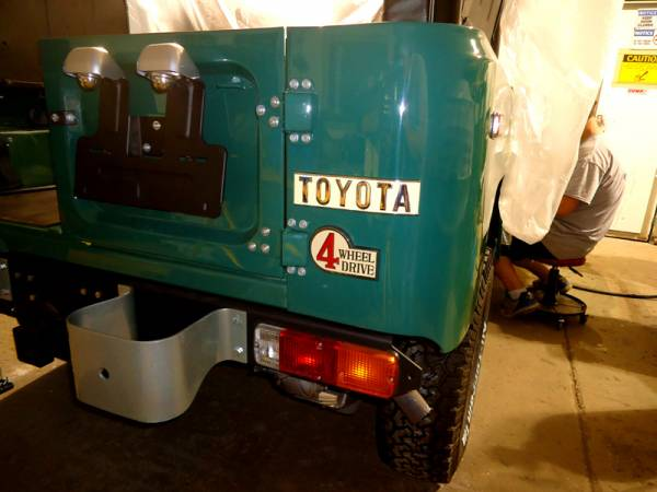 FJ40_rear_emblems